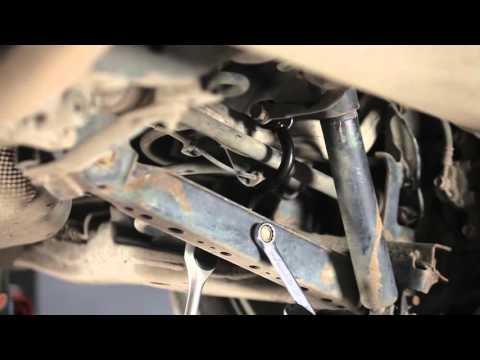 Kako zamenjati stabilizator zadnje preme na NISSAN QASHQAI 1 (Vodic)