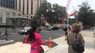 getlinkyoutube.com-访民马永田拦截习近平车队 Chinese Petitioner Stops Chinese President's Vehicle