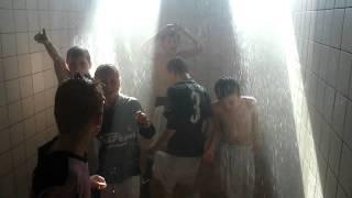 getlinkyoutube.com-Zaanlandia E1 onder de douche
