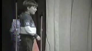 getlinkyoutube.com-kid pees his pants on stage