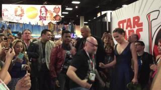 getlinkyoutube.com-John Boyega and Daisy Ridley reenact The Force Awakens trailer at SDCC 2015