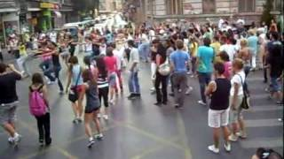 getlinkyoutube.com-واحد يبديها بعدين شوفو الجمهور شنو يسوي , جمهور رايق