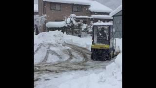 getlinkyoutube.com-大雪でフォークリフトの除雪が追いつかず