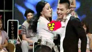 getlinkyoutube.com-TAEYANG - 태양  various styles of dancing and kissing performance with Chung, Juree comedian woman