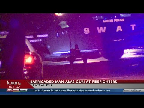 Barricaded suspect sets east Austin house on fire, aims gun at firefighters