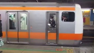 getlinkyoutube.com-日曜夜のお茶の水・水道橋駅、中央総武線等と女性車掌さんの頑張り