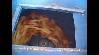 getlinkyoutube.com-Masina de batut porumb Home Made