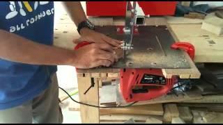 getlinkyoutube.com-DIY Jigsaw table demo with blade guide