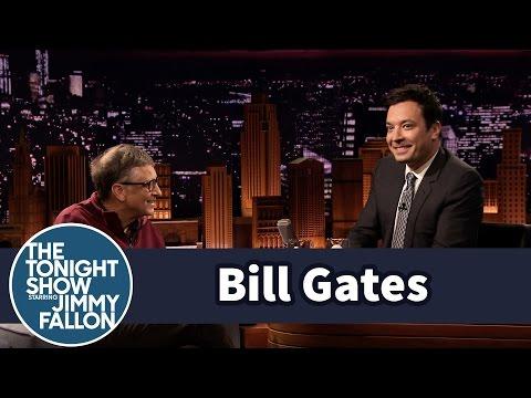"""Bill Gates """"lừa"""" MC truyền hình uống nước từ phân người"""