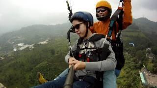 getlinkyoutube.com-Paralayang Indonesia-Niken Ayu tandem Puncak Bogor 2011.MP4