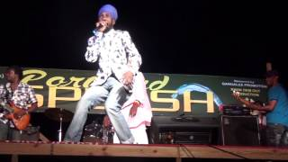 getlinkyoutube.com-Sizzla kalonji & Capleton Burning High fire when performing at Louie Culture stage show | 2015