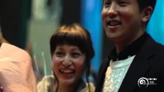 getlinkyoutube.com-【プロポーズ】フラッシュモブ中に突然記念写真!?そして彼氏が・・・! 福岡ベイサイドプレイス