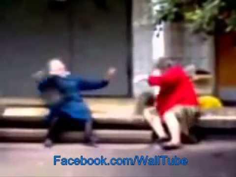 inilah street fighter ala dua nenek hahahahaha.........