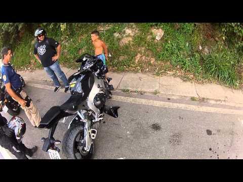 FABINHO DA HORNET - ACIDENTE COM CBR 1000 FIREBLADE - MOTOCICLISTA NA AMBULÂNCIA - ROD. FERNÃO DIAS