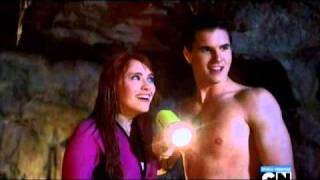 getlinkyoutube.com-Robbie Amell Shirtless in Scooby-Doo! Curse of the Lake Monster