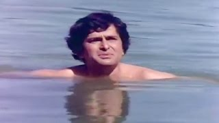 Shashi Kapoor Without Clothes In A River @ Do Aur Do Paanch - Amitabh, Shashi, Hema, Parveen Babi