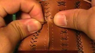 getlinkyoutube.com-【革の縫い方っ!9】:『ベースボール・ステッチ-③』 レザークラフト動画<016>