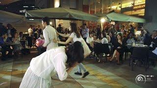 getlinkyoutube.com-【フラッシュモブ】 えっ!プロポーズ失敗!? 恒例!アマランティサプライズ! 大阪駅 LUCUA カリヨン広場