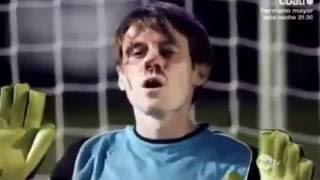 getlinkyoutube.com-Torwart kriegt beim Elfmeterschießen den Ball 5 mal vor den Kopf!