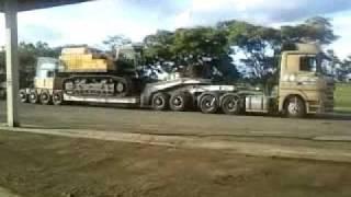 getlinkyoutube.com-Manobrando carreta prancha 4 eixos com DOLLY (SHAOLIN)