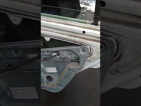 Замена стекла задней двери шкода фабиа