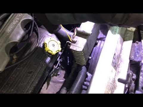 Где в Крайслер Cirrus находится блок управления двигателем