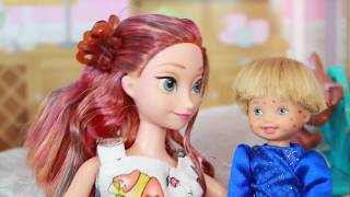 getlinkyoutube.com-AllToyCollector Frozen Toby CHICKEN POX Play-Doh LPS Disney Princess Anna Barbie Parody