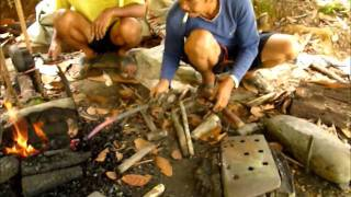getlinkyoutube.com-Ray Mears style parang's real users in Borneo