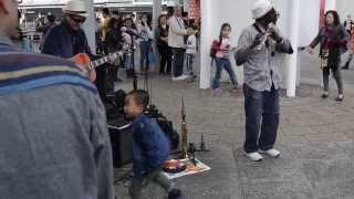 getlinkyoutube.com-Street Musician in HongKong. 거리의 악사. Oye Como Va