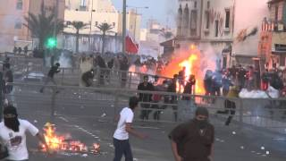 getlinkyoutube.com-Revolution Bahrain : demonstrations and violent clashes between demonstrators and riot police
