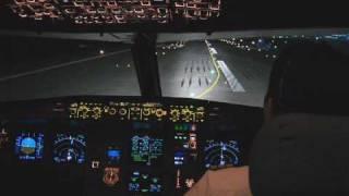 getlinkyoutube.com-Airbus A320 NIGHT TAKE OFF
