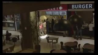 getlinkyoutube.com-Tarado é flagrado tirando fotos por baixo da saia de mulheres em shopping