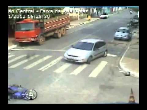 Cameras de segurança registram acidente em Barra do Garças