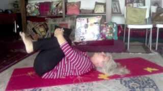 getlinkyoutube.com-سه حرکت ساده یوگا برای بهبود کمردرد