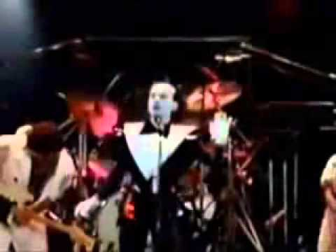Eclipse Total En Español de Klaus Nomi Letra y Video