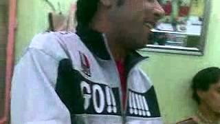 getlinkyoutube.com-شاب عراقي يغني اغنيه سامحيني (صوت جميل)