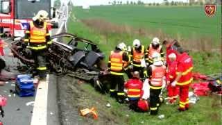 getlinkyoutube.com-4.5.2012 Dopravní nehoda - vyproštění osob, Krásné Pole