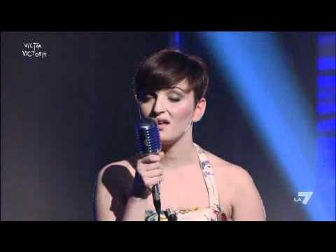 VICTOR VICTORIA - Arisa canta 'Rhythm is a dancer' di Snap