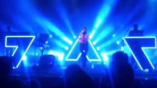 getlinkyoutube.com-Chvrches Tether Live