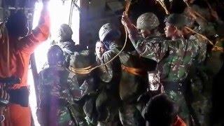 detik detik menegangkan terjun payung static prajurit LINUD TNI-AD