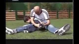 getlinkyoutube.com-شاهد كيف يلعب الاسطورة زيدان مع ابنائه !