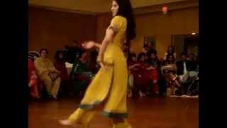getlinkyoutube.com-Asna's Mehndi Dance   YouTube