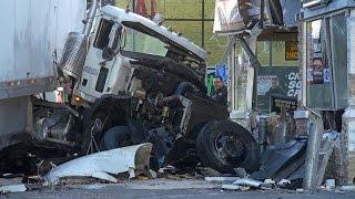 U.S. Postal Truck Crash - Recovery | Big Rig Recovery | Heavy Tow | HD | Towman