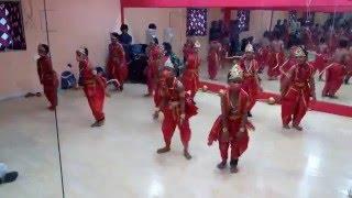 getlinkyoutube.com-Kids dance on bajrangi bhaijaan song ( Selfie le le )