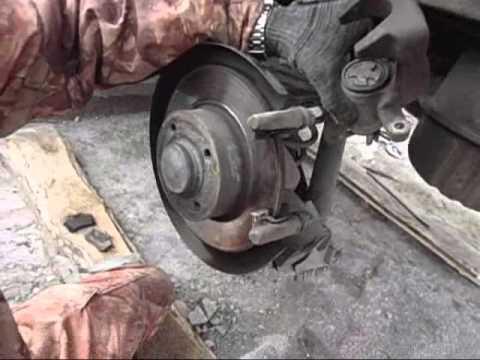 Как заменить задние колодки тормозов Рено Меган 2