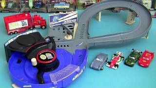 Cars 2 Crash N Change Speedway Track Playset Quick Changers Disney Pixar pista de corrida