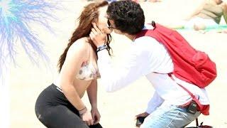 getlinkyoutube.com-BESO O TOQUES CON CHICAS SEXIS (KISSING PRANK) Besando Desconocidas