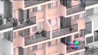 getlinkyoutube.com-Niño cae de un quinto piso, madre lo sigue detrás