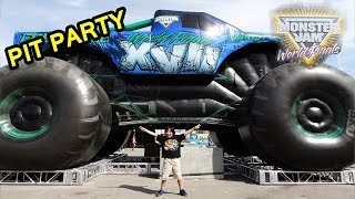 getlinkyoutube.com-2016 Monster Jam World Finals XVII Awesome Pit Party