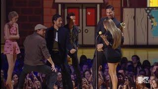 getlinkyoutube.com-Channing Tatum Performs Sexy Dance for J.Lo at MTV Movie Awards